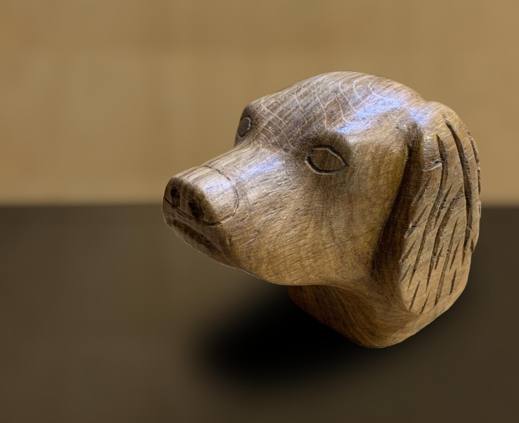 Photo ../admin/images/Gallery/Dog head carving.jpg